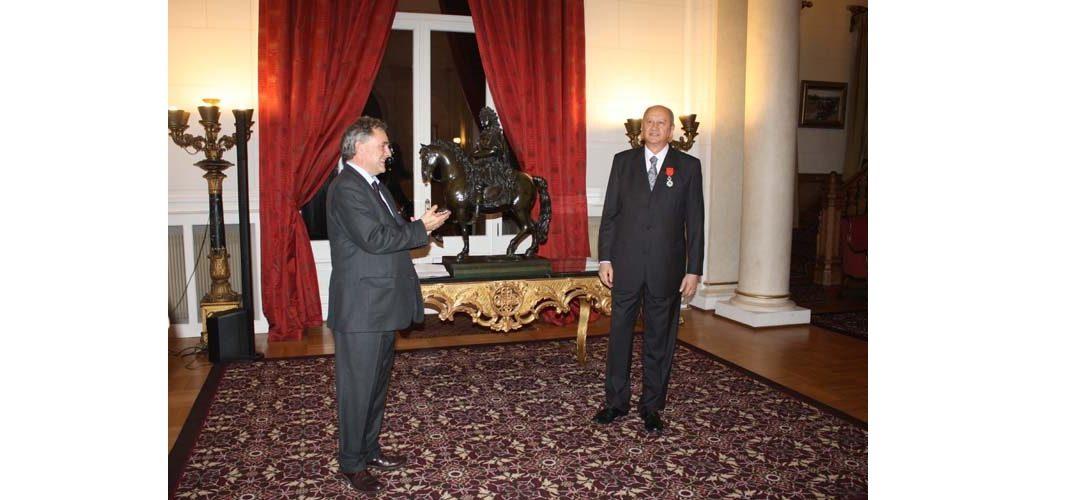 Profesorul Ioan Pânzaru, decorat de Președintele Franței cu Legiunea de Onoare în grad de Cavaler