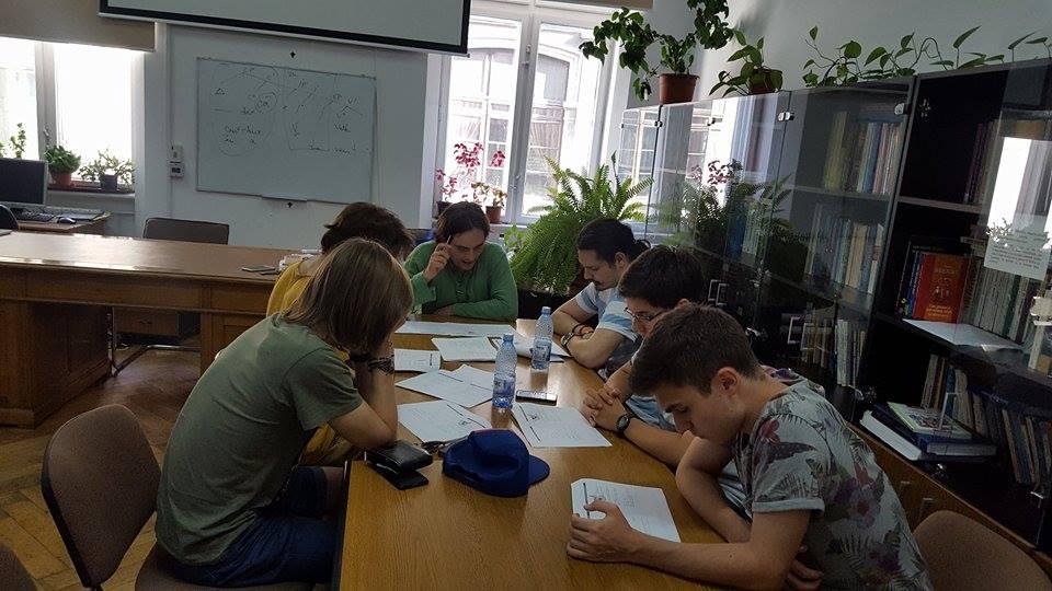 Profesorii Universității din București au pregătit lotul național pentru Olimpiada Internațională de lingvistică