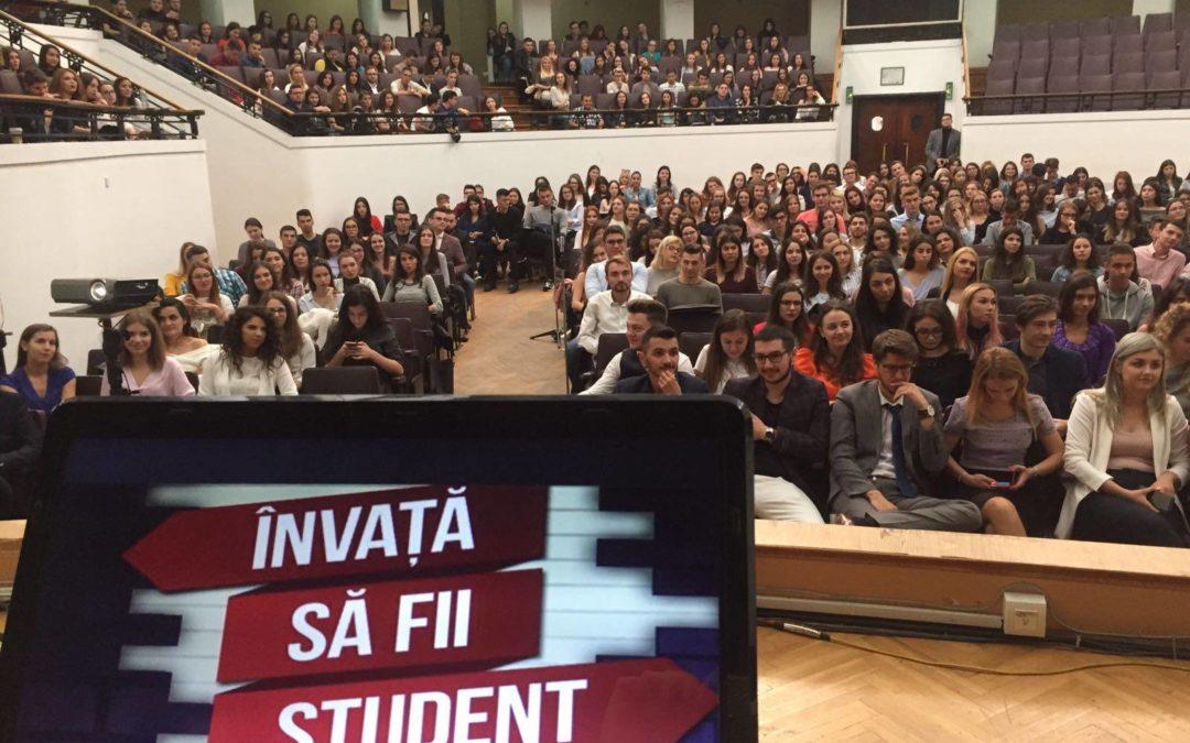 """Peste 350 de boboci ,,Învață să fie studenți!"""" la Facultatea de Drept"""