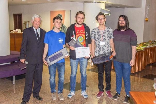 Studenții Facultății de Matematică și Informatică ai UB, laureați la faza regională a celui mai prestigios concurs internațional de programare