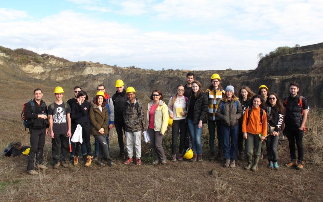 Studenții geologi și geofizicieni ai Universității din București au colectat fosile de floră și faună la Filipeștii de Pădure